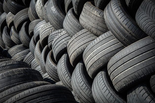 pile-of-tyres-8326174